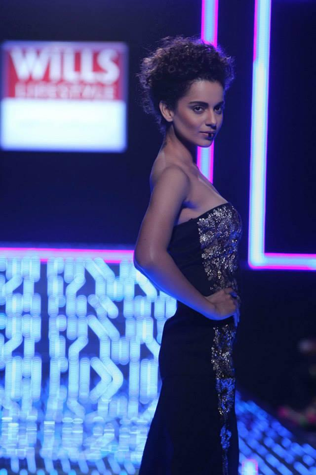 Kangana Ranaut Dazzling Hot Look On Ramp At Wills Lifestyle India Fashion Week On Day 5