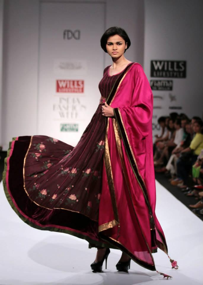 A Model Sizzles On Ramp At Wills Lifestyle India Fashion Week On Day 5