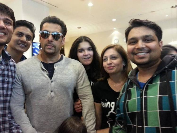 Salman Khan Photo Shoot With Her Crazy Fans In Poland During Kick Shooting