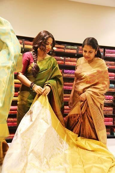 Vidya Balan Sees Saree During The Inauguration Of The Mall Of Joy In Thrissur
