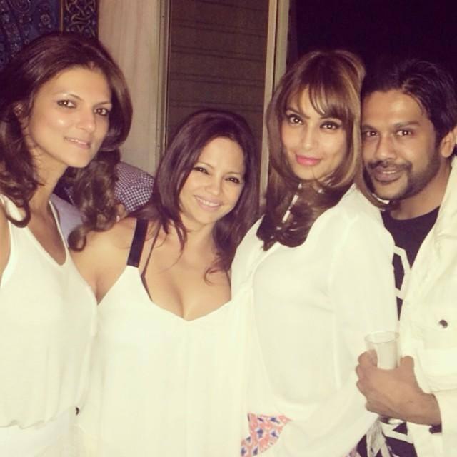 Bipasha Basu Posed For Camera With Friends Photo Still