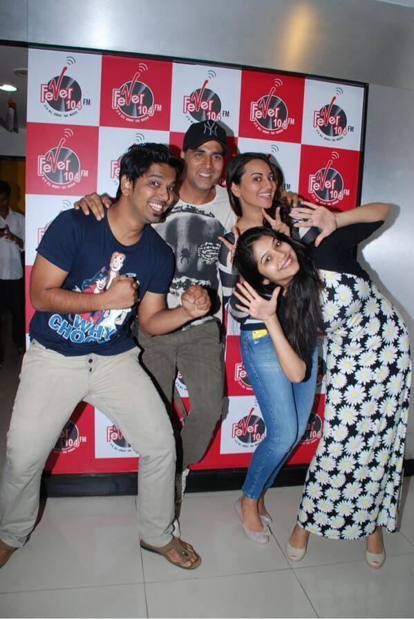 Akshay And Sonakshi Funny Pose During The Promotion Of Holiday At Radio 104 FM