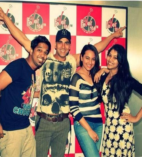 Akshay And Sonakshi Laughing Pose During The Promotion Of Holiday At Radio 104 FM
