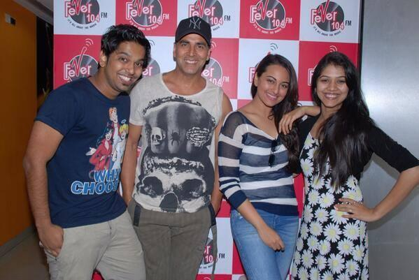 Akshay And Sonakshi Posed For Camera During The Promotion Of Holiday At Radio 104 FM