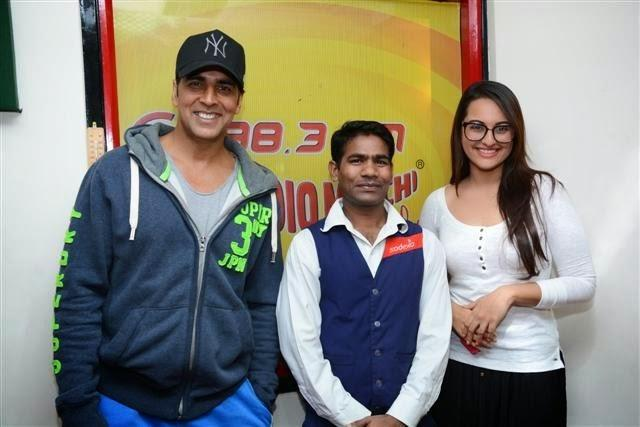 Akshay Kumar And Sonakshi Sinha Promoting Holiday At Radio Mirchi 98.3 FM