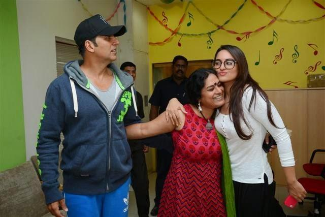 Holiday Team Sonakshi Sinha And Akshay Kumar At Red FM Radio For Promotion Of The Movie