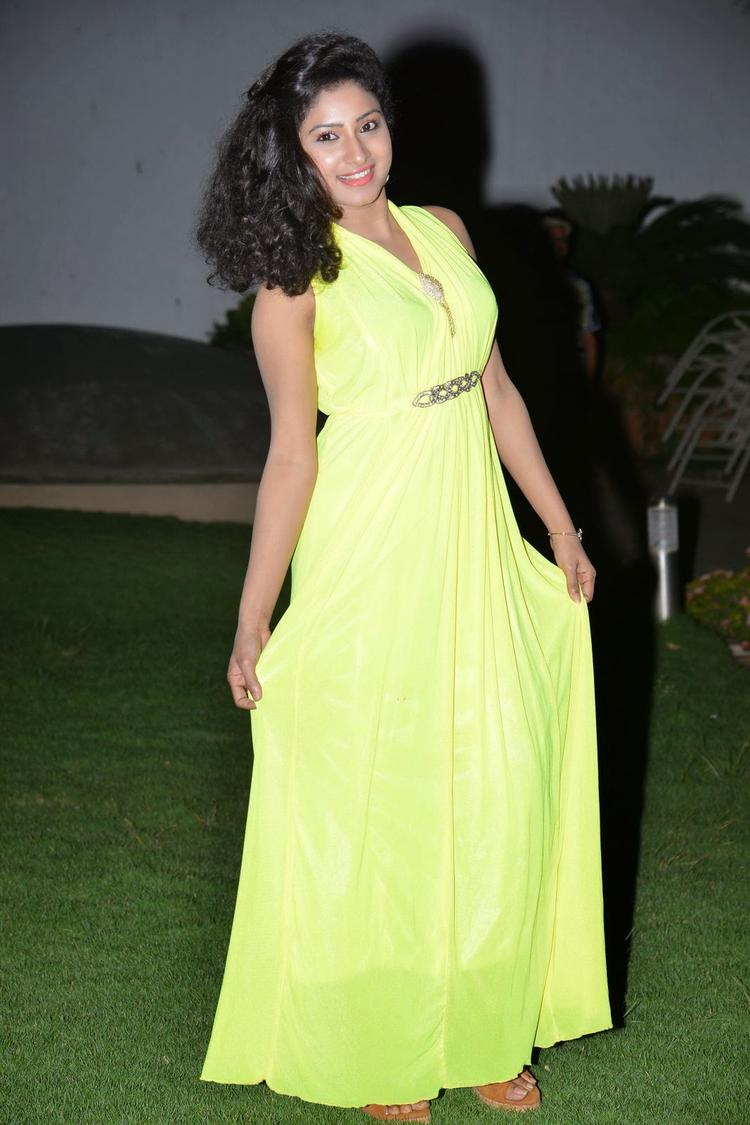Vishnu Priya Attractive Look In Gown At Nenu Naa Friends Audio Launch Event