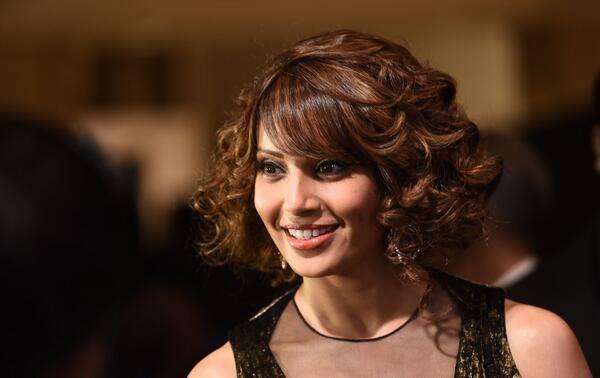 Bipasha Basu Flashes Smile At The IIFA 2014