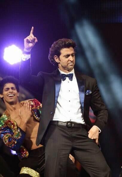 Hrithik Roshan Dancing Pose At The IIFA 2014
