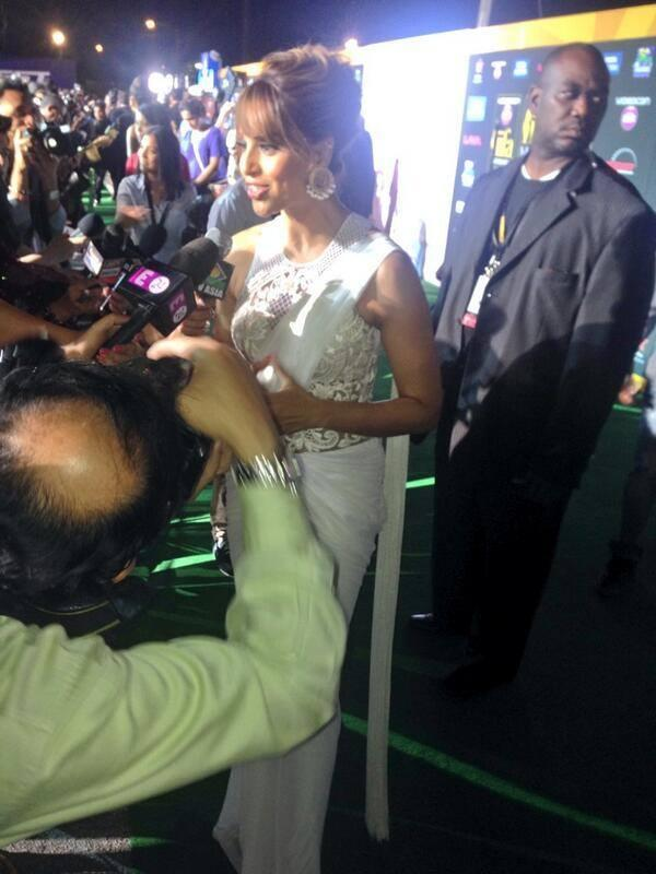 Bipasha Basu Addresses The Media At The IIFA Magic Of The Movies Awards Function