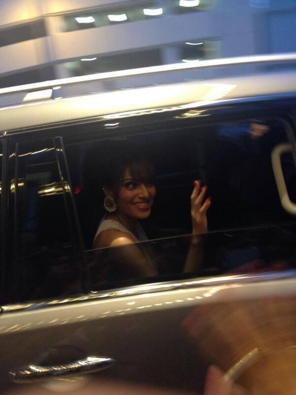 Bipasha Basu Going In Bus To Attend The IIFA Magic Of The Movies Awards Function