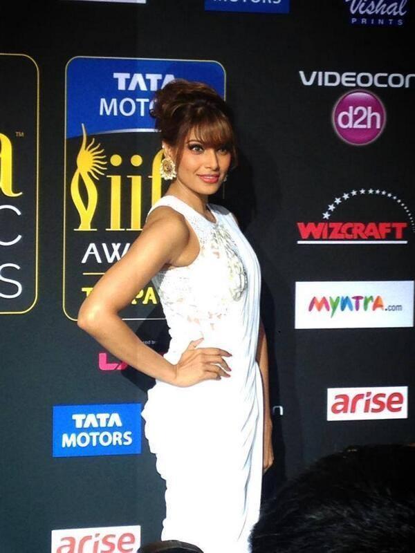 Bipasha Basu Posed For Camera At The IIFA Magic Of The Movies Awards Function