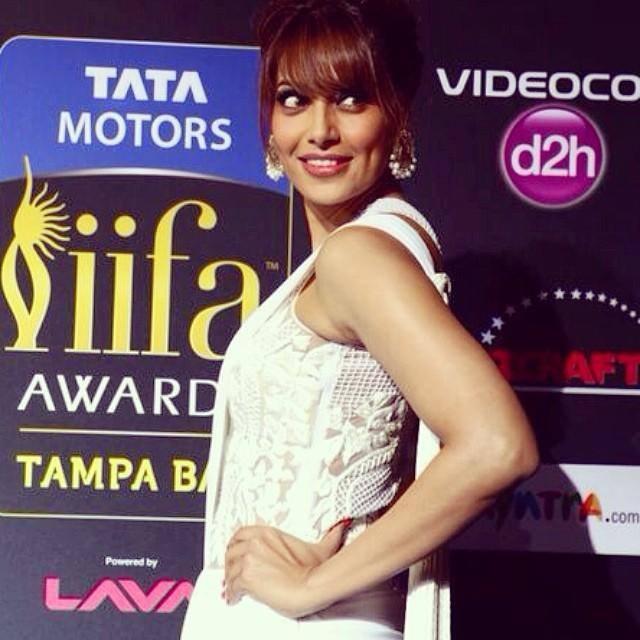 Bipasha Basu Smiling Pose At The IIFA Magic Of The Movies Awards Function