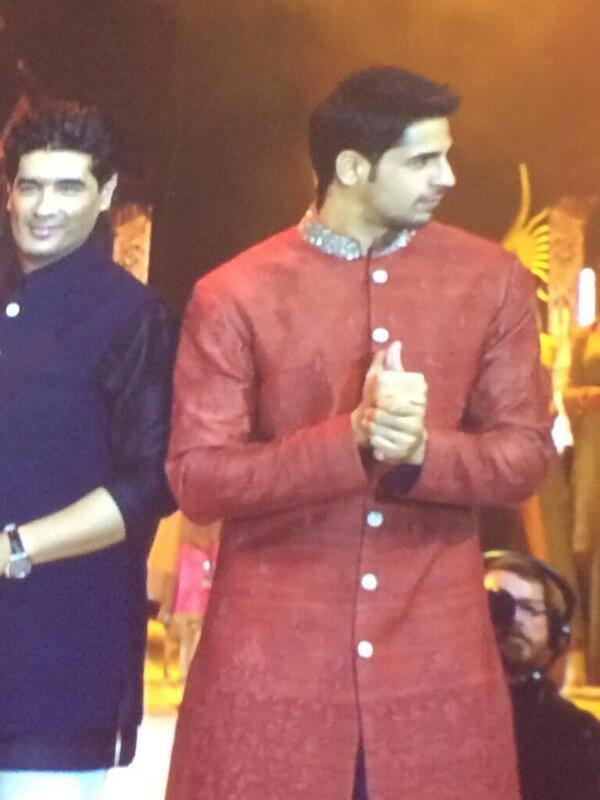Manish And Sidharth Graced On The Ramp At The IIFA Rocks 2014 Awards Function