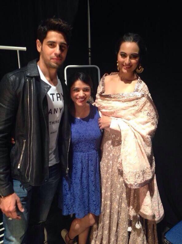 Sidharth And Sonakshi Posed At The IIFA Rocks 2014 Awards Function