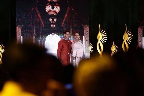 Sidharth And Sonakshi Walk The Ramp For Manish Malhotra At The IIFA Rocks 2014 Awards Function