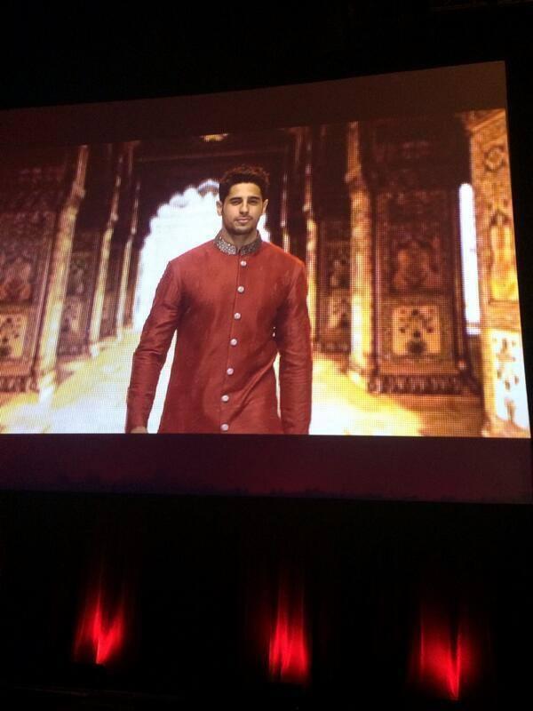 Sidharth Malhotra Dashing Look On Ramp At The IIFA Rocks 2014 Awards Function