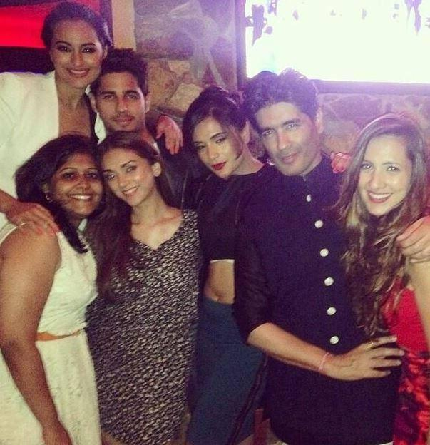 Sonakshi,Sidharth And Manish Posed With Fans At The IIFA Rocks 2014 Awards Function Back Stage Photo