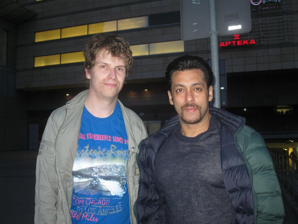 Salman Khan Pose With A Fan During The Sets Of Kick In Poland