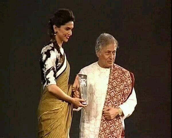 Deepika Padukone Received Awards At The NDTV Indian Of The Year 2014 Awards Ceremony