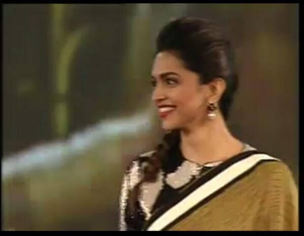 Gorgeous Deepika Padukone Smiling Look At The NDTV Indian Of The Year 2014 Awards Ceremony