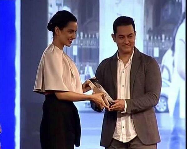 Kangna Ranaut Received Awards From Aamir Khan At The NDTV Indian Of The Year 2014 Awards Ceremony