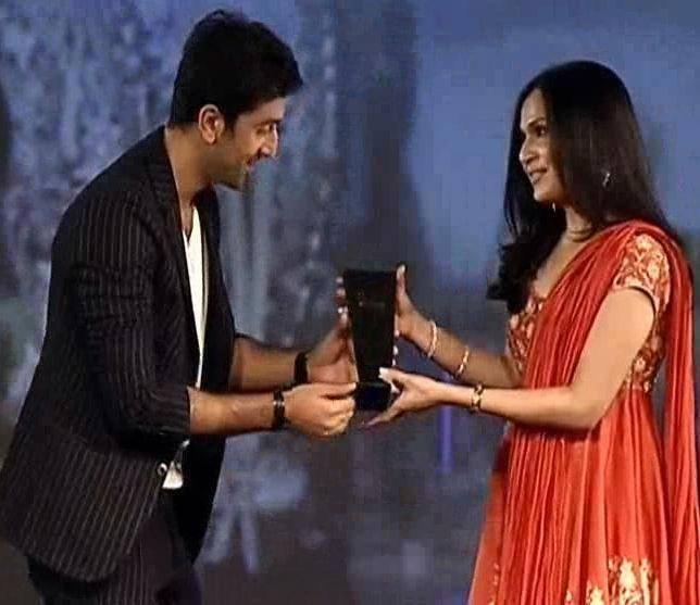 Ranbir Won The NDTV Icon Of The Year Awards At The NDTV Indian Of The Year 2014 Awards Ceremony