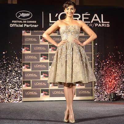 Sonam Kapoor Unveiled The Latest Make-Up Collection Of L'Oreal Paris For The Festival de Cannes 2014