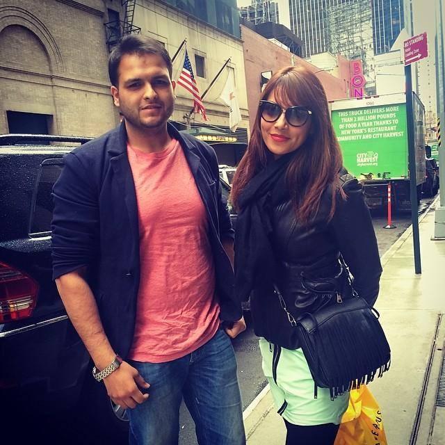 Hottie Bipasha Basu Stylist Pic With Fan