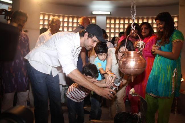 Mahashivratri Celebration Hrithik And Sussanne Are Offering Prayers Along With Their Kids Hrehaan And Hridhaan