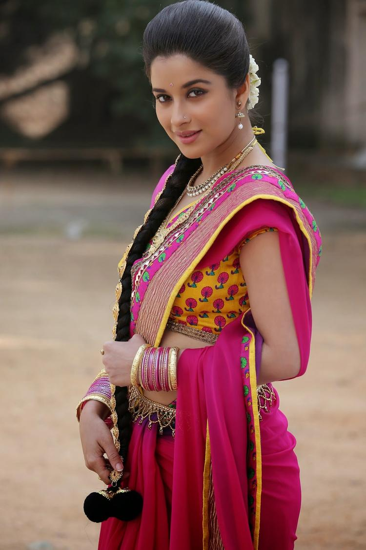 Madhurima Banerjee Looking Beautiful In Kotha Janta Movie With Saree