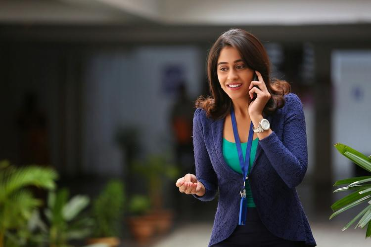 Regina Cassandra Busy With Cell Phone Nice Photo From A Movie Still
