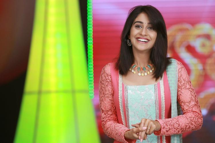 Regina Cassandra Cool Smiling Look Photo Still
