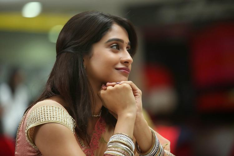 Regina Cassandra Dazzling Face Look Photo Still