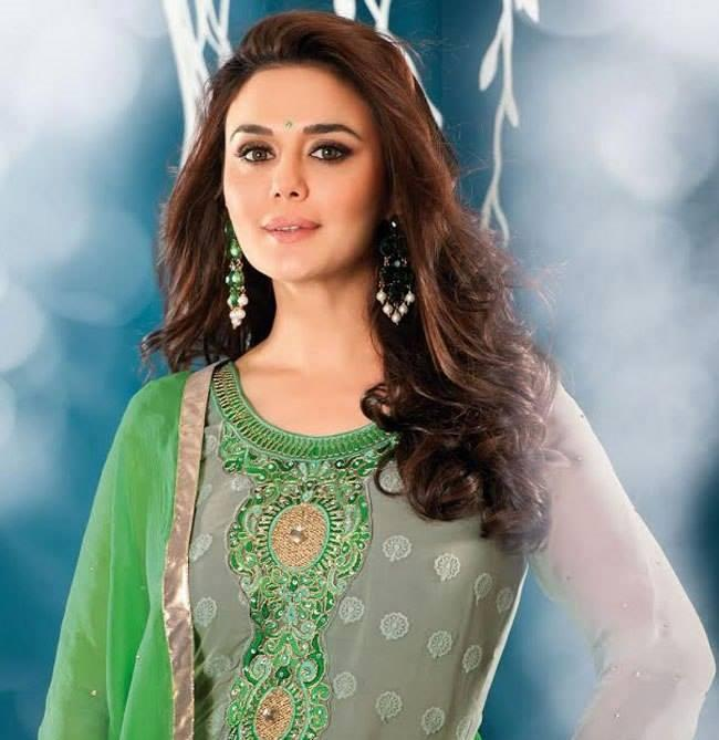 Preity Zinta Sweet Face Look Elegant Pic In New Salwar Kameez Collection