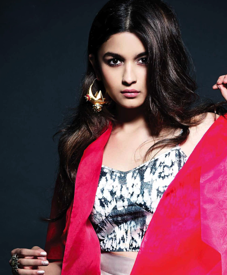 Alia Bhatt  Cool Glamour Look Photo Shoot For L'Officiel India May 2014 Issue
