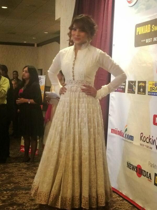 Bipasha Basu Ravishing Look In Salwar Suit At An Event In Detroit USA