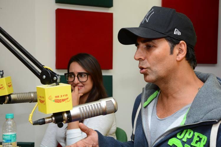 Akshay And Sonakshi Promote Their Upcoming Flick Holiday On 98.3 FM Radio Mirchi