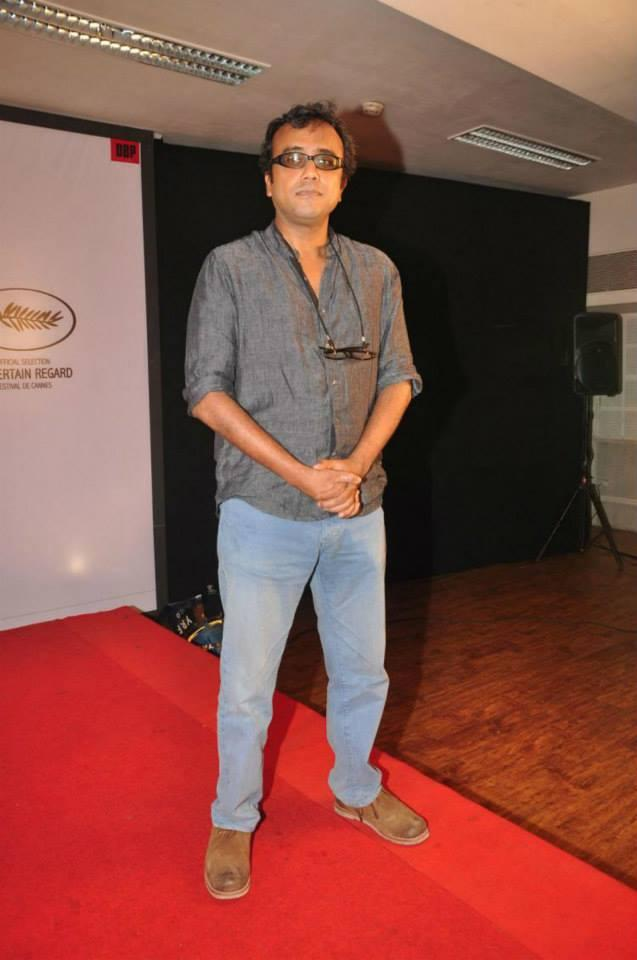 Dibakar Banerjee Strikes A Pose During The Trailer Launch Of Titli Movie