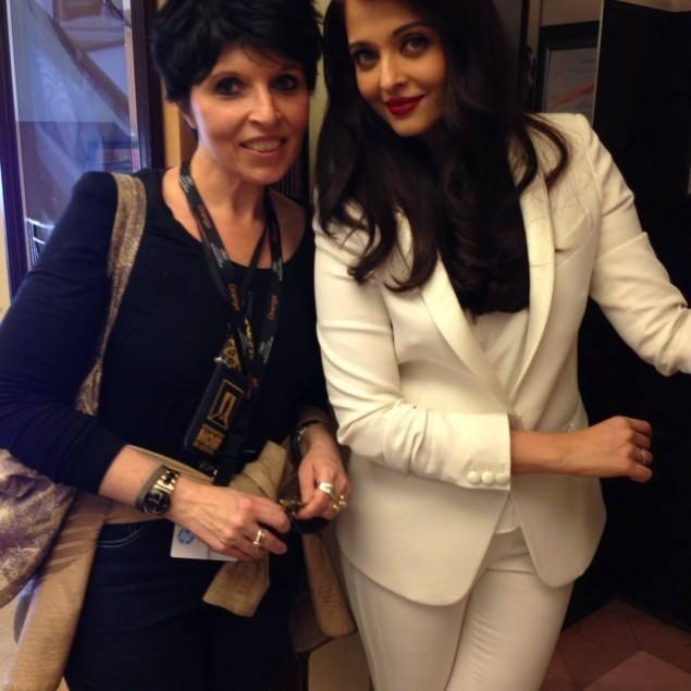 Aishwarya Looked Stunning In A White Business Suit With Red Lips At Cannes 2014