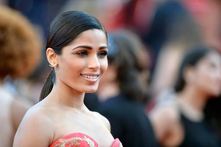 Freida Pinto Smiled Coyly For The Cameras At 67th Cannes Film Festival 2014