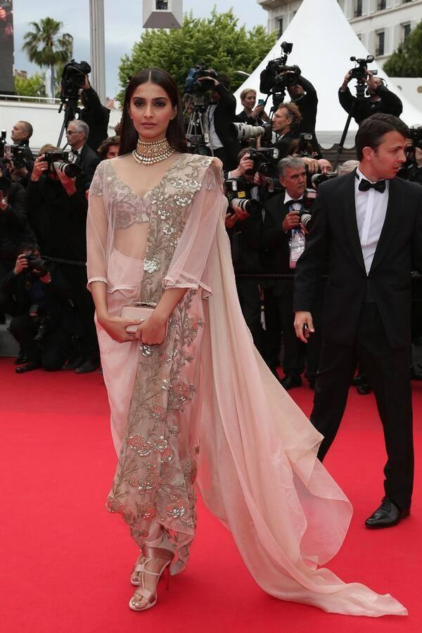 Sonam Kapoor Ravishing Look In Red Carpet At The Premiere Of Foxcatcher In Cannes 2014 Festival