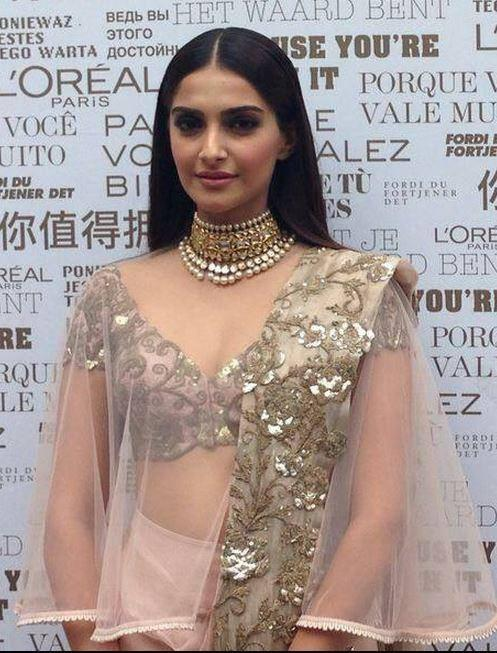 Sonam Kapoor Sexy Hot Look During The Premiere Of Foxcatcher In Cannes 2014 Festival