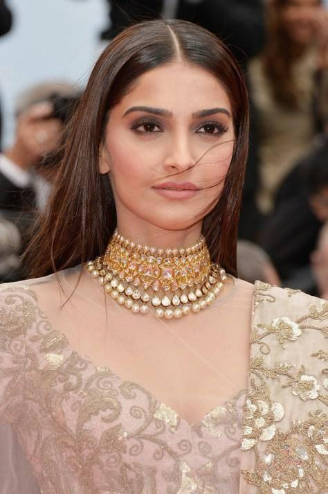 Sonam Kapoor Smashing Beautiful Desi Look At The Premiere Of Foxcatcher In Cannes 2014 Festival