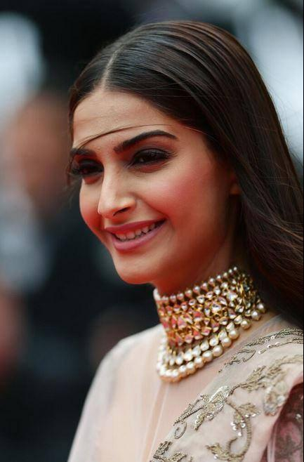 Sonam Kapoor Smiling Look At The Premiere Of Foxcatcher In Cannes 2014 Festival