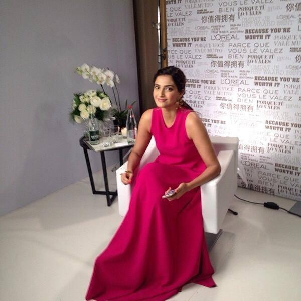 Sonam Kapoor Posed For Camera During The Press Meet Of Cannes 2014