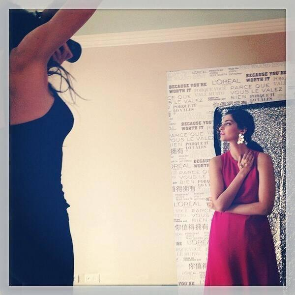 Sonam Kapoor Strikes A Pose For Camera At The Press Meet Of Cannes 2014