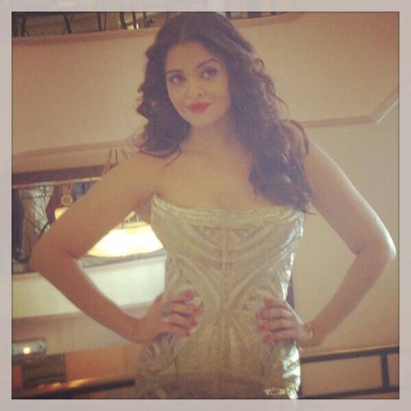 Aishwarya Rai Bachchan Sizzles In Golden Gown At The Cannes 2014 Film Festival