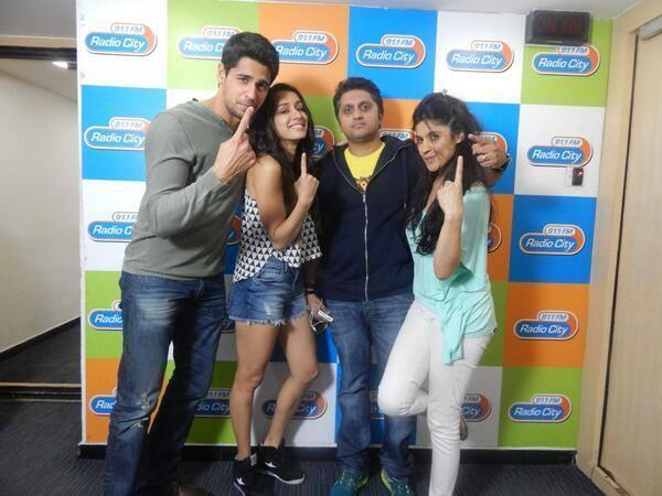 Sidharth And Shraddha With Director Mohit Spotted At Radio City For Promote Ek Villain