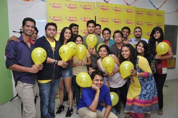 Sidharth And Shraddha Pose With Their Fans At Radio Mirchi During Ek Villain